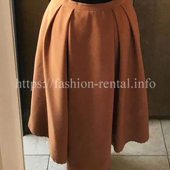オレンジ色のアシンメトリースカート