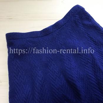 青いニットのフレアースカート