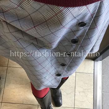 チェックのサイドボタンスカート